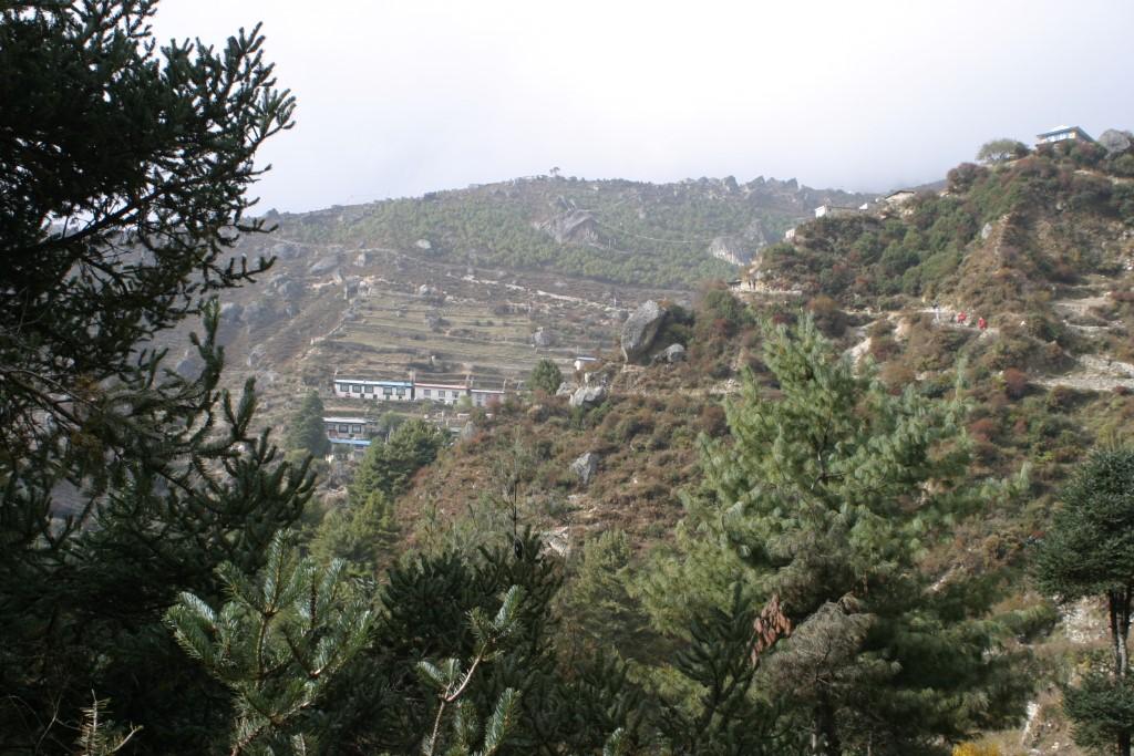 Steep path leading to Namche Bazaar