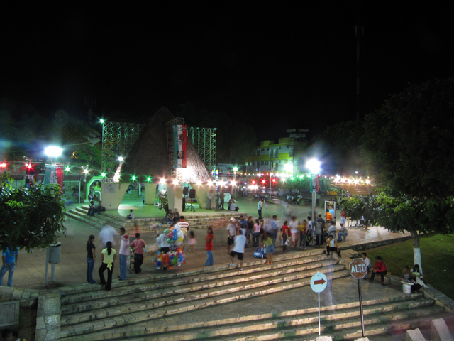 Palenque square at night...
