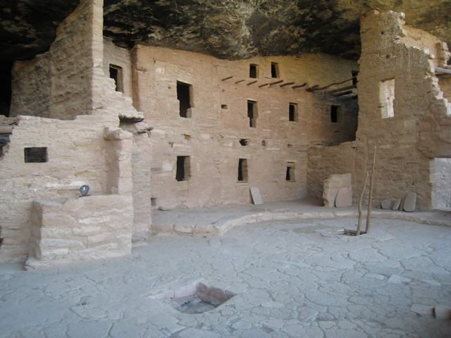General view of Spruce Tree House with ladder leading into Kiva