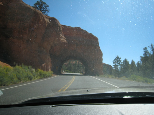 Red Canyon – passing through a rock tunnel